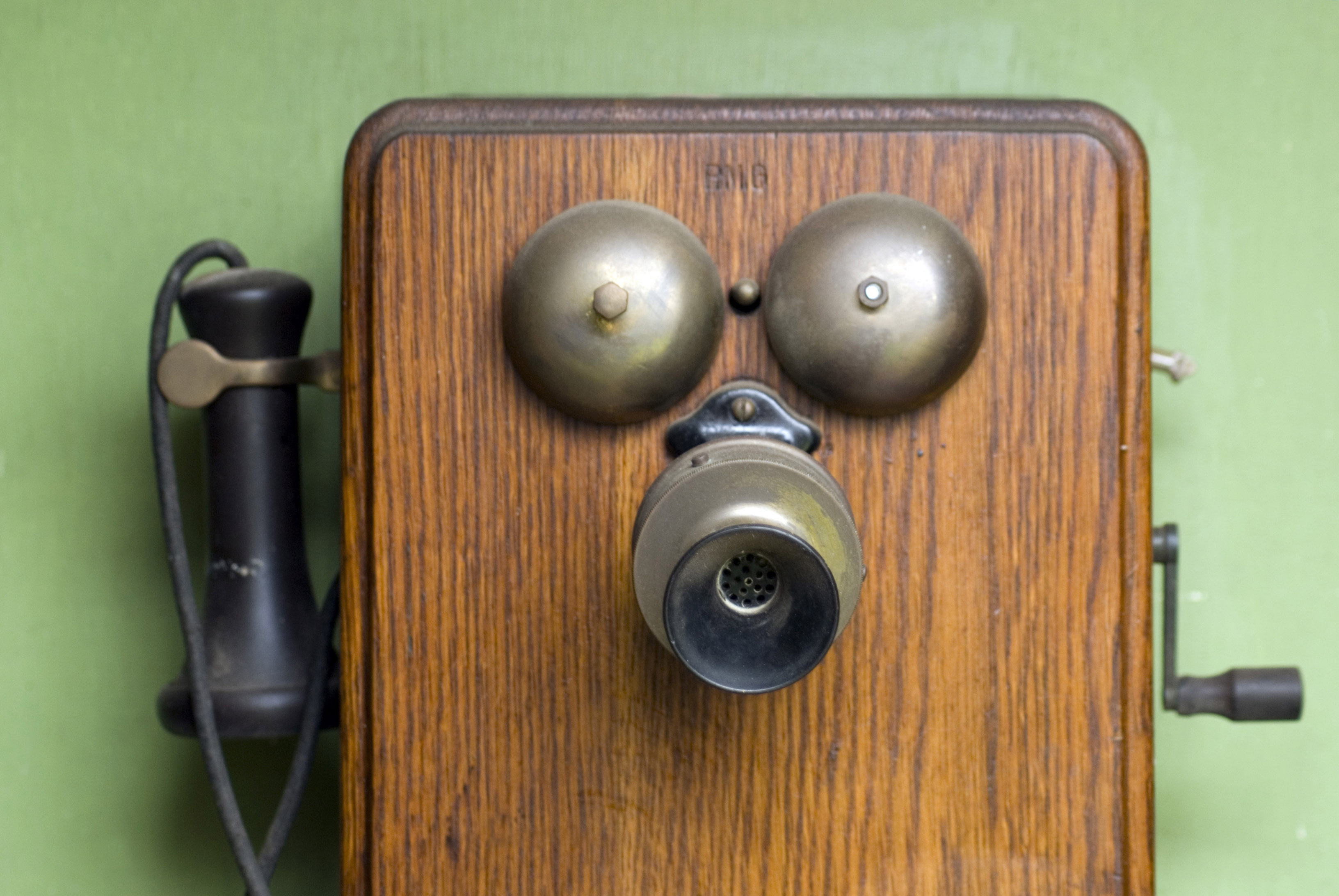 old hand cranked telephone set